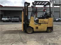 Hyster 3100 lbs Fork Lift -