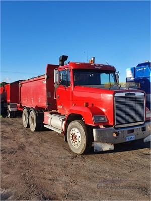 1997 Freightliner FLC112 - Trucks for Sale