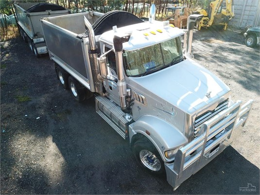 2008 Mack Trident - Trucks for Sale