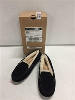 UGGS WOMENS SLIPPERS SIZE 7
