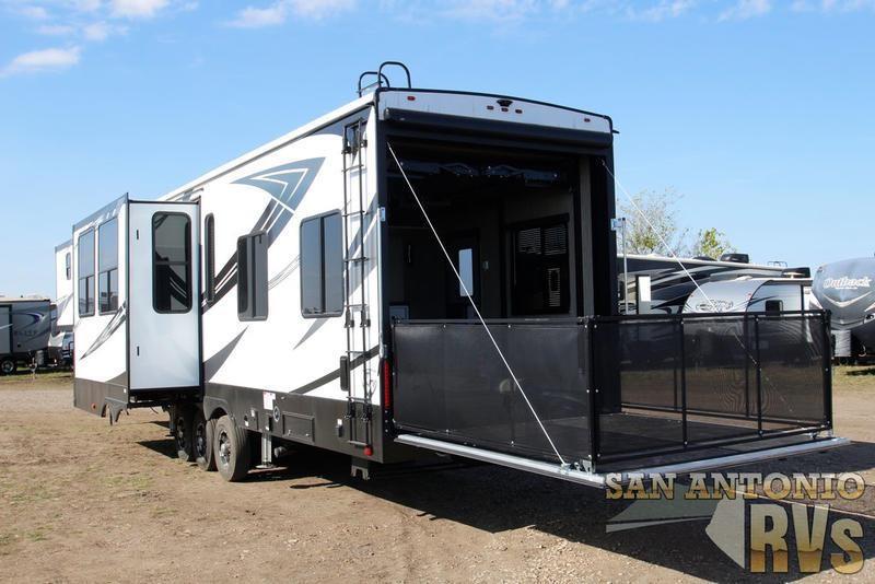 2019 HEARTLAND ROAD WARRIOR 413 For Sale in Seguin, Texas