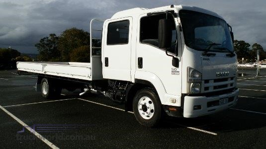 2008 Isuzu FRR 500 Crew - Trucks for Sale