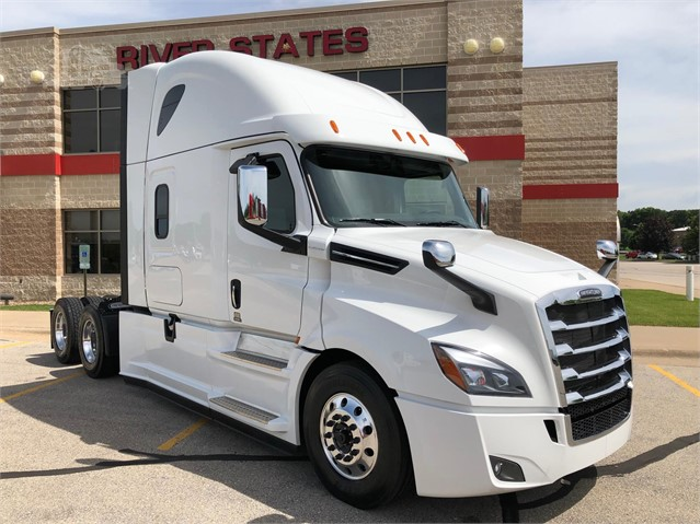 2020 FREIGHTLINER CASCADIA 126 For Sale In La Crosse, Wisconsin