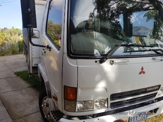2003 Mitsubishi Fighter FK617 - Trucks for Sale