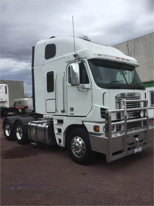 2010 Freightliner Argosy 110 - Trucks for Sale
