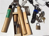 Hedge Trimmers, Spotlight, Keys