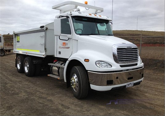 2012 Freightliner FL112 - Trucks for Sale