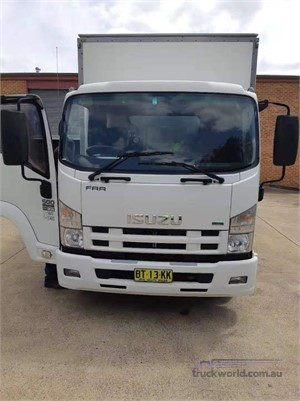 2013 Isuzu FRR500 - Trucks for Sale