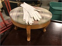 STOOL AND GLOVES