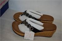 Skechers Luxe Foam Sandals Size 9