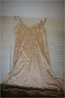 Vanity Fair Night Wear Size 43
