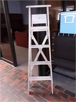 5' Wood Ladder