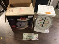 VINTAGE SCALE WITH BOX