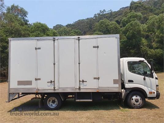 2006 Hino Dutro 414 - Trucks for Sale