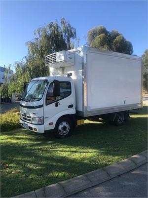 2011 Hino 300 614 - Trucks for Sale