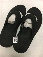 REEF MENS SANDALS SIZE 10