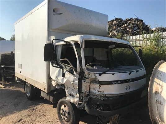 2006 Hino Dutro 4500 - Wrecking for Sale