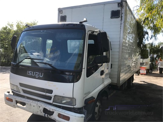 2001 Isuzu FRR 500 - Wrecking for Sale
