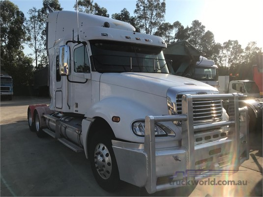 2005 Freightliner Colombia - Wrecking for Sale