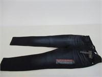 LEE Women's 6 Short Sculpting Slim Fit Skinny Leg
