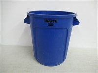 Rubbermaid Commercial Products 1779699 BRUTE
