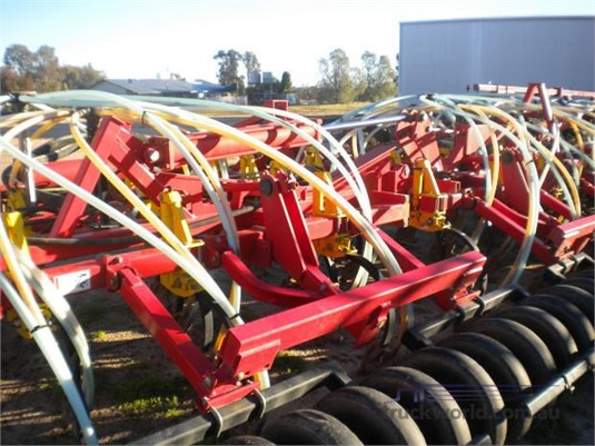 2013 Bourgault 5810 - Farm Machinery for Sale