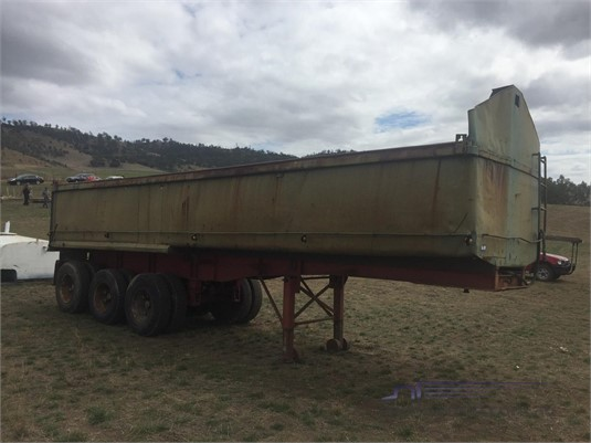 1900 Custom TRIAXLE CHASSIS TIPPER Trailers for Sale