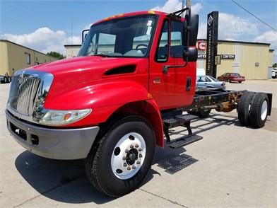 INTERNATIONAL 4300 SBA Cab & Chassis Trucks For Sale - 18
