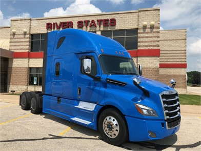 FREIGHTLINER Cascadia 126 Conventional Trucks W/ Sleeper For