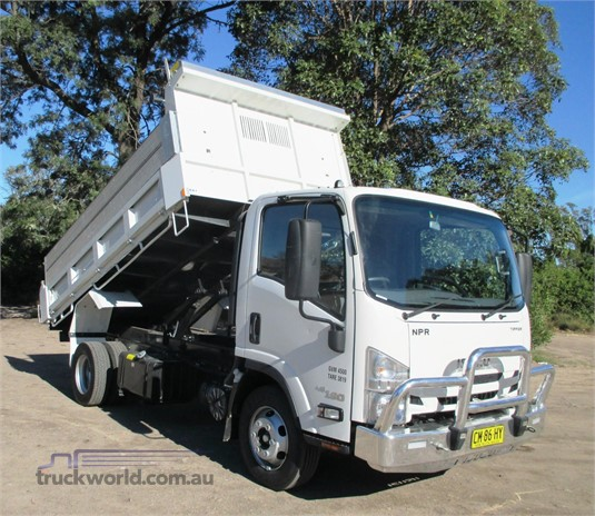 2017 Isuzu other Trucks for Sale