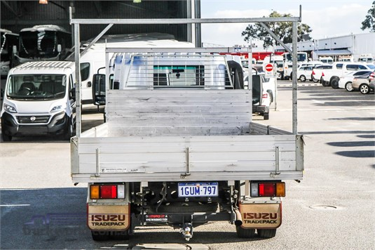 2014 Isuzu NPR 200 WA Hino - Trucks for Sale