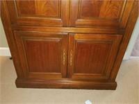 Beautiful Mahogany Wooden TV Entertainment Cabinet