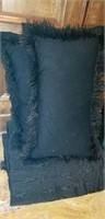 King sized pillows and comforter black