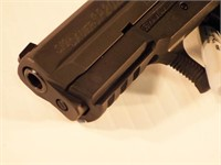 Sig Sauer SP2022, semi auto pistol in box