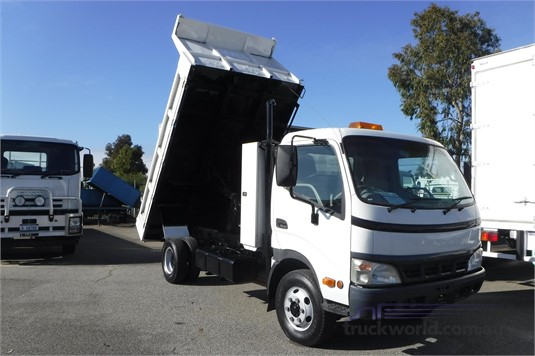 2005 Hino 300 Series 414 - Trucks for Sale