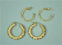 (2) PAIRS HOLLOW GOLD HOOP EARRINGS