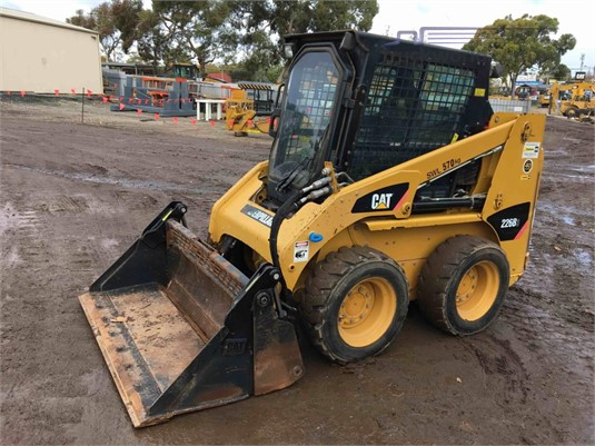 2011 Caterpillar 226B3 Heavy Machinery for Sale