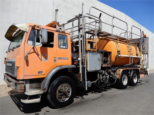 1989 International Acco 2250D - Trucks for Sale