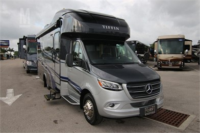 TIFFIN WAYFARER 25QW Trucks For Sale - 5 Listings