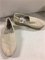 BOBS FROM SKECHERS WOMENS SHOES SIZE 8