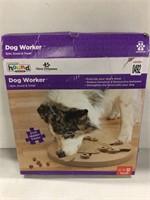 OUTWARD HOUND SPIN, SCOOT & TREAT DOG WORKER