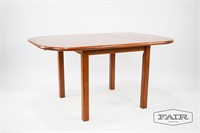 D-Scan Dining Table w/ Integrated Leaf