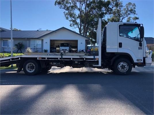 2013 Isuzu FRR 600 - Trucks for Sale