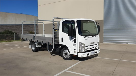 2010 Isuzu NLR 200 AMT - Trucks for Sale