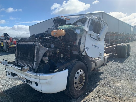 2004 Freightliner Colombia - Wrecking for Sale