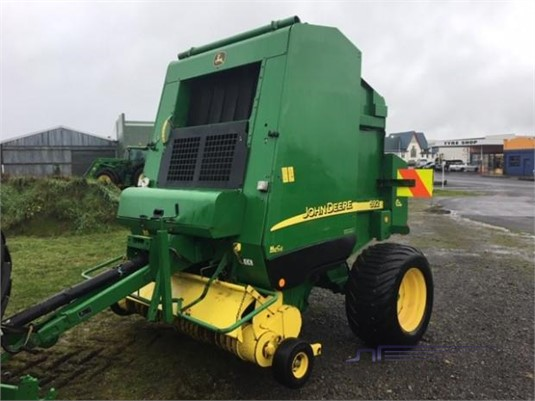 2005 John Deere 592 Farm Machinery for Sale