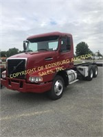 2006 VOLVO CHD CONVENTIONAL ROAD TRACTOR W/ DAY CA