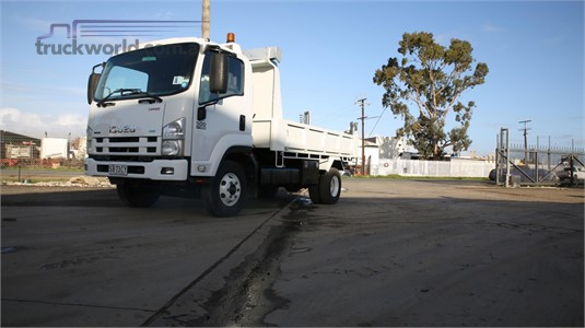 2009 Isuzu FRR 500 North East Isuzu  - Trucks for Sale
