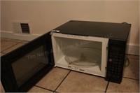 """Kenmore 22"""" Black Microwave"""