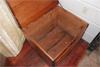 "27""x22"" Dark Finish Cedar Chest"